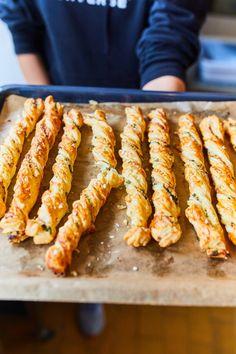 Medvehagymás-sajtos csavart | Street Kitchen Paleo, Hungarian Recipes, Aesthetic Food, Winter Food, Diy Food, Healthy Drinks, Food Inspiration, Street Food, Chicken Recipes