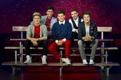 The 1D wax figures take their place in in Madame Tussauds. The boys sit casually together on a school-style double bench, where fans can also sit right beside them. #1DMT