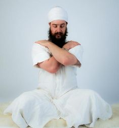 Originally taught by Yogi Bhajan at the Men's Course, 1992This is a beautiful simple meditation for self-healing.Posture: Sit in Easy Pose. Arms are crossed, holding opposite shoulders. The left arm s