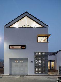 안팎과 내부 공간이 따로 또 같이, 지율이네 집 | 1boon Japanese Modern House, Small Modern Home, Future House, My House, Modern Townhouse, Facade House, White Houses, Simple House, Modern Architecture