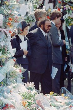 Italian operatic tenor Luciano Pavarotti attends the funeral of Diana Princess of Wales at Westminster Abbey in London September 1997 Princess Diana Funeral, Princess Diana Family, Princess Of Wales, Prince Philip Queen Elizabeth, Diana Memorial, Kate And Harry, Diana Williams, Princess Kate Middleton, Diana Fashion