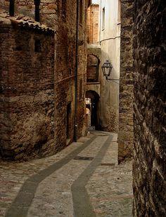 bluepueblo:    Narrow Passage, Todi, Italy  photo via fac
