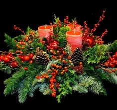 12 pomysłów na nietuzinkowe stroiki bożonarodzeniowe Christmas Tablescapes, Christmas Candles, Outdoor Christmas Decorations, Green Christmas, Christmas Crafts, Christmas Ornaments, Large Flower Arrangements, Christmas Flower Arrangements, Art Floral Noel