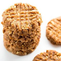 Sugar-Free Low Carb Peanut Butter Cookies Recipe - 4 Ingredients - Want to know how to make homemade peanut butter cookies without flour? You'll love this sugar-free low carb peanut butter cookies recipe.
