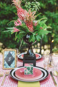 Centros de mesa com frutas para casamento rústico-chique no Casar.com, onde você encontra Inspirações e Dicas para seu Casamento feito por quem mais entende do assunto