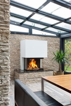 Three-sided fireplace from Spartherm in a winter garden with a stone wall. Three-sided fireplace from Spartherm in a winter garden with a stone wall. Fireplace Mantle, Fireplace Ideas, Pergola, Winter Garden, Hearth, Greenery, Decoration, Outdoor Living, Garden Design