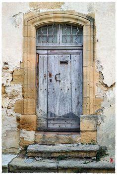 jarrimimram:  Une (très) ancienne et (très-très) belle porte, dans le centre ville de Cadenet.