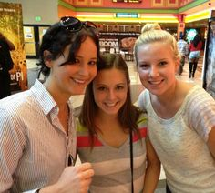 Jennifer-Lawrence-Atlanta-Movie-Theater-Catching-Fire i wish i was there!:/