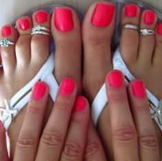 love to match the toes and the mani
