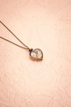 Fira ♥ Les perles du coeur n'était qu'une métaphore qui s'est matérialisée.  The pearls of the heart was a metaphor that came alive.