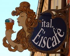 Two of the best things in life - a woman with nice hair and gelato | Flickr: Intercambio de fotos