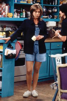 Rachel Green's 34 most fashionable looks from her ten season on Friends: Denim overalls