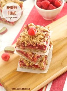 Raspberry Rhubarb Crisp Bars {Farmer's Market Friday} flavorthemoments.com