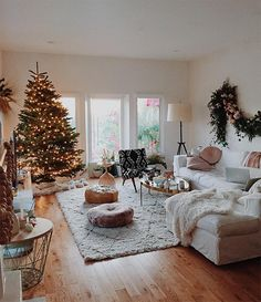 40 Cozy Christmas Living Room Design and Decor Ideas - decoration Farmhouse Christmas Decor, Cozy Christmas, Xmas, Christmas Decorations For The Home Living Rooms, Apartment Christmas Decorations, Christmas Lounge, Modern Christmas, Christmas Quotes, Scandinavian Christmas