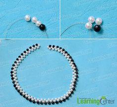 Korálek černobílý náhrdelník pramen