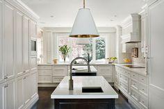 White shaker style kitchen - Elizabeth Metcalfe Interiors & Design Inc.