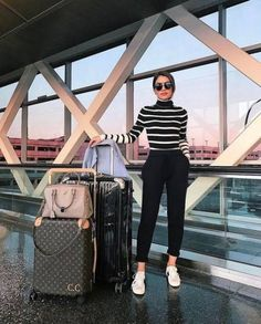 Outfits, japan outfits, winter outfits, airport style travel outfits, t Paris Outfits, Mode Outfits, Casual Outfits, Fashion Outfits, Fashion Tips, 60 Fashion, Paris Fashion, Travel Fashion, Japan Outfits
