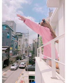 New Korean blackpink with the same Lisa round collar suit Kpop Girl Groups, Korean Girl Groups, Kpop Girls, Kim Jennie, Yg Entertainment, Divas, Lisa Blackpink Wallpaper, Wallpaper Ideas, Rose Park