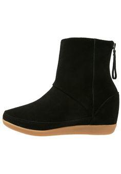 Dames Shoe The Bear EMMY - Enkellaarsjes met sleehak - black Zwart: € 159,95 Bij Zalando (op 24-10-16). Gratis bezorging & retournering, snelle levering en veilig betalen!