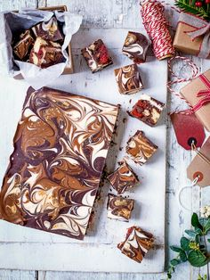 Check out our Baileys and white chocolate fudge recipe plus easy hot to make fudge video. Homemade fudge is a great sweet treat, try our Baileys fudge recipe Christmas No Bake Treats, Christmas Drinks, Christmas Cooking, Edible Christmas Gifts, Christmas Desserts, Christmas Christmas, Christmas Menu Ideas, Christmas Nibbles, Christmas Canapes