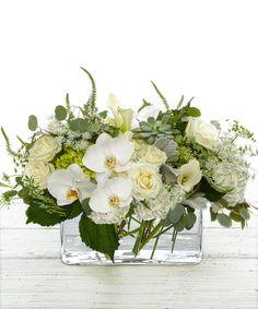 This type of simple flower arrangements is undeniably a magnificent style principle. Faux Flowers, White Flowers, Beautiful Flowers, Ikebana, White Flower Arrangements, Orchid Centerpieces, Deco Floral, Bridal Flowers, Rose Bouquet