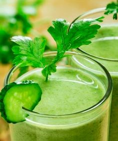 Dr Oz Show Joe Cross' Weekend Juice Cleanse. He lost 100 lbs. doing a 60 day juice fast. Cucumber Smoothie, Juice Smoothie, Cucumber Juice, Juice Diet, Celery Juice, Smoothie Menu, Cucumber Yogurt, Ginger Smoothie, Cucumber Water
