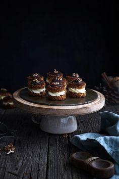 Medové plnené vianočné koláčiky Cupcake Cakes, Cupcakes, Christmas Baking, Cooking Tips, Cheesecake, Food And Drink, Desserts, Table, Decor