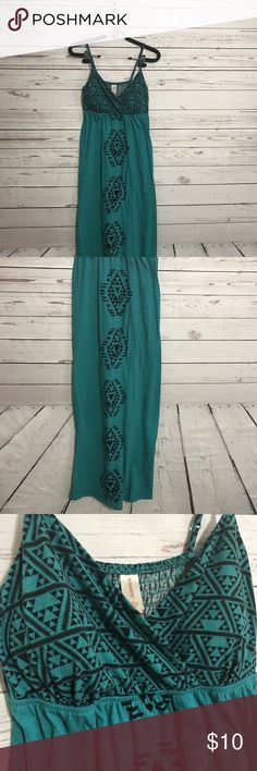 "NO BOUNDARIES Jade/Black Spaghetti Strap Dress Bust: 30"" Length: 55"" No Boundaries Dresses Maxi"