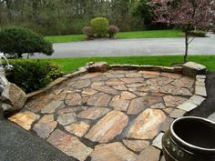 Outdoor Patio With Flagstone Paving And Border : Flagstone Outdoor Paving For High End Look Flagstone Paving, Outdoor Paving, Paver Walkway, Concrete Pavers, Driveway Pavers, Pavers Patio, Patio Fence, Cement Patio, Patio Plants