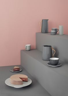 Emma series by Stelton. Thermos and ceramic tableware. Floating Nightstand, Floating Shelves, Bread Storage, Design Bestseller, Ceramic Tableware, Kitchenware, European Home Decor, Coffee Design, Colors