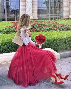 Having bad fashion sense is also bad for self-esteem. Stylish Girl Images, Stylish Girl Pic, Queen Dress, Dress Up, Bad Fashion, Womens Fashion, Style Blogger, Girls With Flowers, Girly Pictures