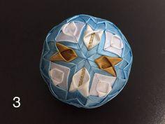Dekorácie - vianočné patchworkové gule bledomodro-bielo-zlaté - 7148644_