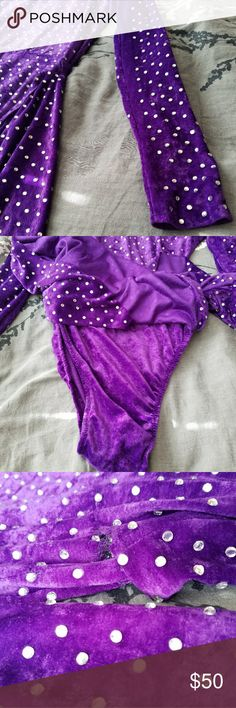 Velvet Dance/Theatre/Skating Rhinestone HiLow 🎵🎶Velvet Dance/Theatre/Skating Rhinestone HiLow Costume One piece.🎵🎶Size XS-SMALL. Neck 7 in. Shoulder to shoulder 16 in . Bust 14 to 15in across. Waist 13 in across. Arm length 24in. Dress length shoulder to hem 28in +/-. Girth waist to crotch 13 in +/- Perfect for a tiny dancer. Chest is narrow - A-B cup will fit best. See photo for loose stiches near waist. Cleaned. Minimal stone loss - not Swarovski but sparkles beautifully and yours for…