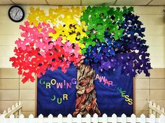 Autism Awareness Month puzzle tree. Created by Kate Blanas. --- http://tipsalud.com -----