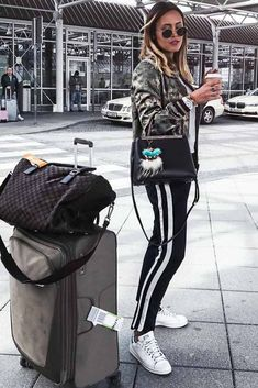 Popular Airport Outfit Ideas picture 2