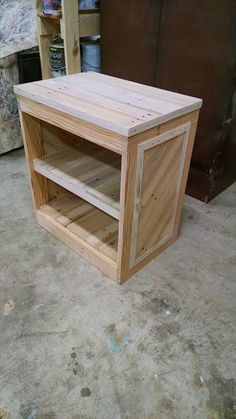 Pallet Table Plans Wooden Pallet Bedside Table With New Ideas Photo Diy Pallet Nightstand Or Side Table 99 Pallets Wooden Pallet Crafts, Wooden Pallet Furniture, Diy Pallet Projects, Repurposed Furniture, Wooden Diy, Rustic Furniture, Wood Projects, Diy Furniture, Pallet Ideas