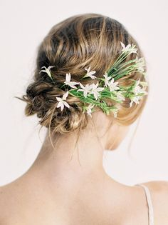 20 Bridal Hairstyles with Real Flowers | SouthBound Bride | Credit: Poppies and Posies/Jen Huang/Facetime Beauty