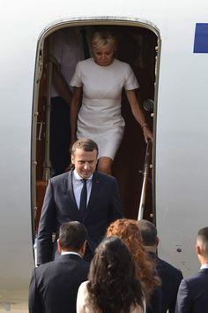 Emmanuel Macron et son épouse Brigitte arrivent au Maroc avec l'avion présidentiel