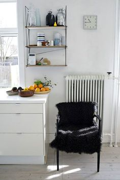 seventeendoors: chez ditte reckweg City Living, Living Spaces, Cozy Kitchen, Kitchen Ideas, Interior And Exterior, Interior Design, Cozy House, Interior Inspiration, Home Kitchens