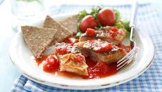 Er en av dine lunsjfavoritter makrell i tomat på skiva? Prøv deg på en hjemmelaget variant. Denne kan du også servere som en enkel middag med nykokte poteter og salat ved siden av.