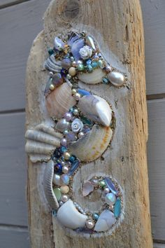 Driftwood Seahorse Wall Hanging using shells and pearls, Handmade in Cornwall. Something like this would look good applied directly to a fence postToo cool on driftwood, seahorse bling!This lovely driftwood wall hanging is made using reclaimed driftw Driftwood Seahorse, Seashell Art, Seashell Crafts, Driftwood Art, Seahorse Art, Driftwood Projects, Seashell Projects, Driftwood Ideas, Sea Crafts