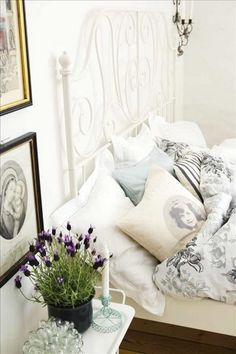 Love the photo on the pillow!  55 Cool Shabby Chic Decorating Ideas | Shelterness