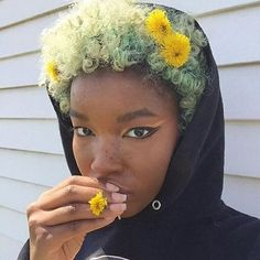 Natural hair: what if we tested a new color? - My Afro-Capelli naturali: e se testassimo un nuovo colore? – My Afro Dressing Table # … …, … Natural hair: what if we tested a new color? – My Afro Dressing Table # … the …, the - My Hairstyle, Afro Hairstyles, Mythos Academy, Pretty People, Beautiful People, Curly Hair Styles, Natural Hair Styles, Pelo Afro, Pelo Natural