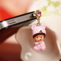 A very pretty looking model which is easy to install and remove. This model resembles a cute baby that is wearing a round woolen hat in head along with a woolen sweater. The baby is all over pink in color. With a smiling face of the baby this model always evokes love and affection for the little one in your mind. Find more from www.iphonejackplug.com