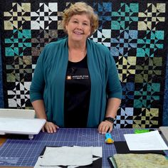 Disappearing Hourglass Crazy Eight Quilt Watch as Jenny Doan puts together a simple quilt block, chops it into pieces, rearranges those piec Crazy Quilt Tutorials, Missouri Star Quilt Tutorials, Quilting Tutorials, Quilting Templates, Triangle Quilt Tutorials, Msqc Tutorials, Crazy Quilt Stitches, Crazy Quilt Blocks, Crazy Quilting