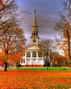 Fall in Church, First Congregational Church on the Guilford Green, Connecticut San Francisco Ferry, Mansions, Building, House Styles, Beautiful, Home Decor, Mansion Houses, Construction, Homemade Home Decor