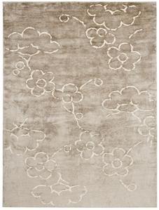 Okoa NL4 Rug  Product Family: Okoa  Designer: Kristiina Lassus      Weave: Tibetan 100 knots, Low pile  Materials: Natural Linen, Wool, Bamboo Silk  Colour: Light Beige - White  Quality: KL106B    Available in followi...