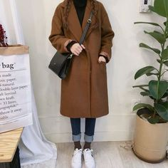 Image about girl in Kstyle by 다른 on We Heart It Korean fashion - black turtleneck, long brown coat, jeans, white sneakers and black cross body bag Casual Fall Outfits, Winter Fashion Outfits, Modest Fashion, Hijab Fashion, Korean Fashion Winter, Korean Street Fashion, Long Brown Coat, Long Coat Outfit, Vestidos