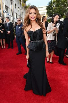 Sarah Hyland looks amazing. she is becoming such a red carpet fashion goddess! #goldenglobes #redcarpet
