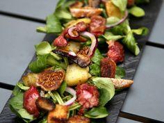 gésiers, salade mélangée, pomme de terre, champignon de Paris, figue, oignon rouge, croûtons, vinaigre balsamique, huile, poivre...